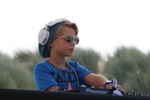 liveset beachclub perry's brouwersdam zeeland stranddag makeawish ptrgbrl by pietergabriel dutch dj & producer