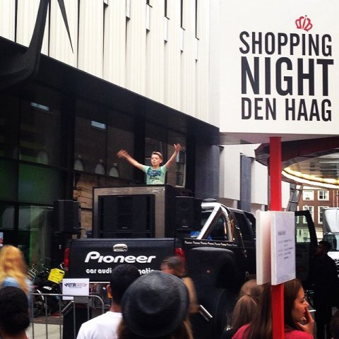 liveset at shopping-night mediamarkt_denhaag  on the pioneerdj_truck _ ptrgbrl by pietergabriel dutch dj & producer